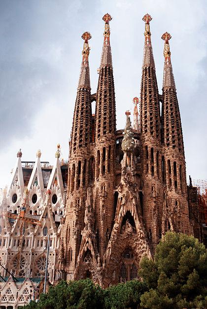 View_of_Nativity_Façade_of_Basilica_and_Expiatory_Church_of_the_Holy_Family_(Basílica_i_Temple_Expiatori_de_la_Sagrada_Família)_(_UNESCO_World_Heritage_Site)._Barcelona,_Catalonia,_Spain